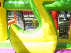 Pato inflable en el interior del inflable